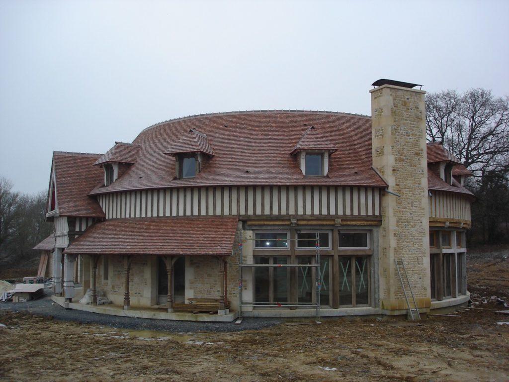 Manoir 7eme art Charpentes Traditionnelles - Bureau d'Etudes Structures Bois : Mr Lefebvre Sylvain - Vue exterieur cote