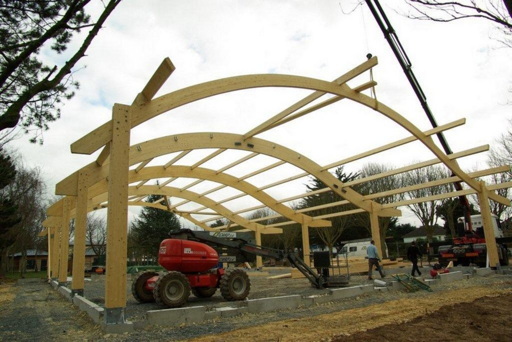 Boulodrome portique bois - Bureau d'etudes structure bois : Lefebvre Sylvain - mise en place de la charpente