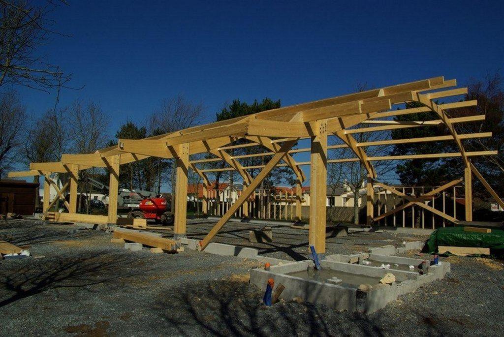 Boulodrome portique bois - Bureau d'etudes structure bois : Lefebvre Sylvain - finition de la charpente