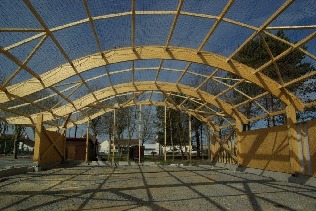 Boulodrome portique bois - Bureau d'etudes structure bois : Lefebvre Sylvain - Vue de la charpente terminé
