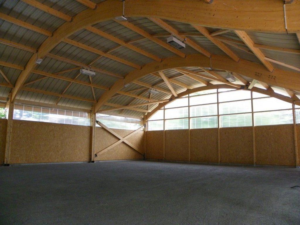 Boulodrome portique bois - Bureau d'etudes structure bois : Lefebvre Sylvain - finition de la couverture
