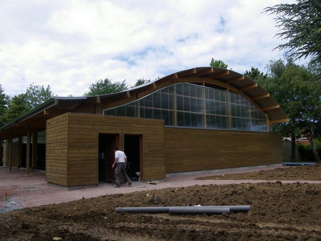 Boulodrome portique bois - Bureau d'etudes structure bois : Lefebvre Sylvain - Vue extérieur face