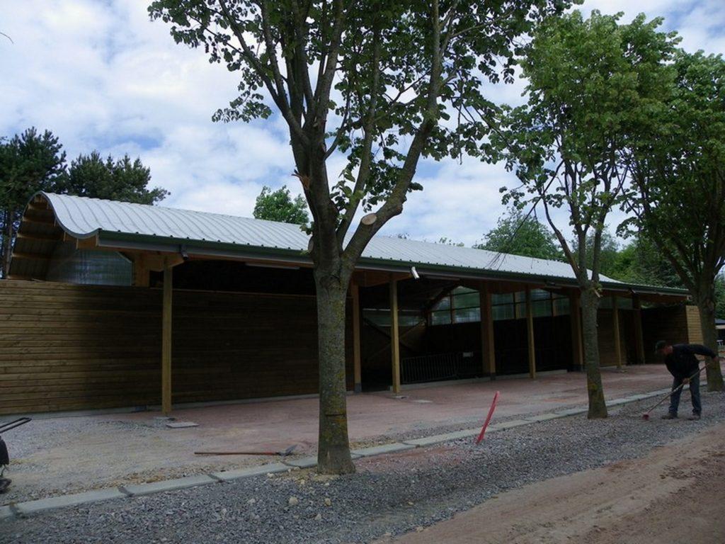 Boulodrome portique bois - Bureau d'etudes structure bois : Lefebvre Sylvain - Vue extérieur cote B