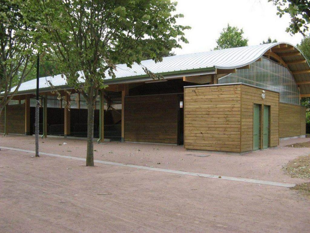 Boulodrome portique bois - Bureau d'etudes structure bois : Lefebvre Sylvain - Vue extérieur cote A