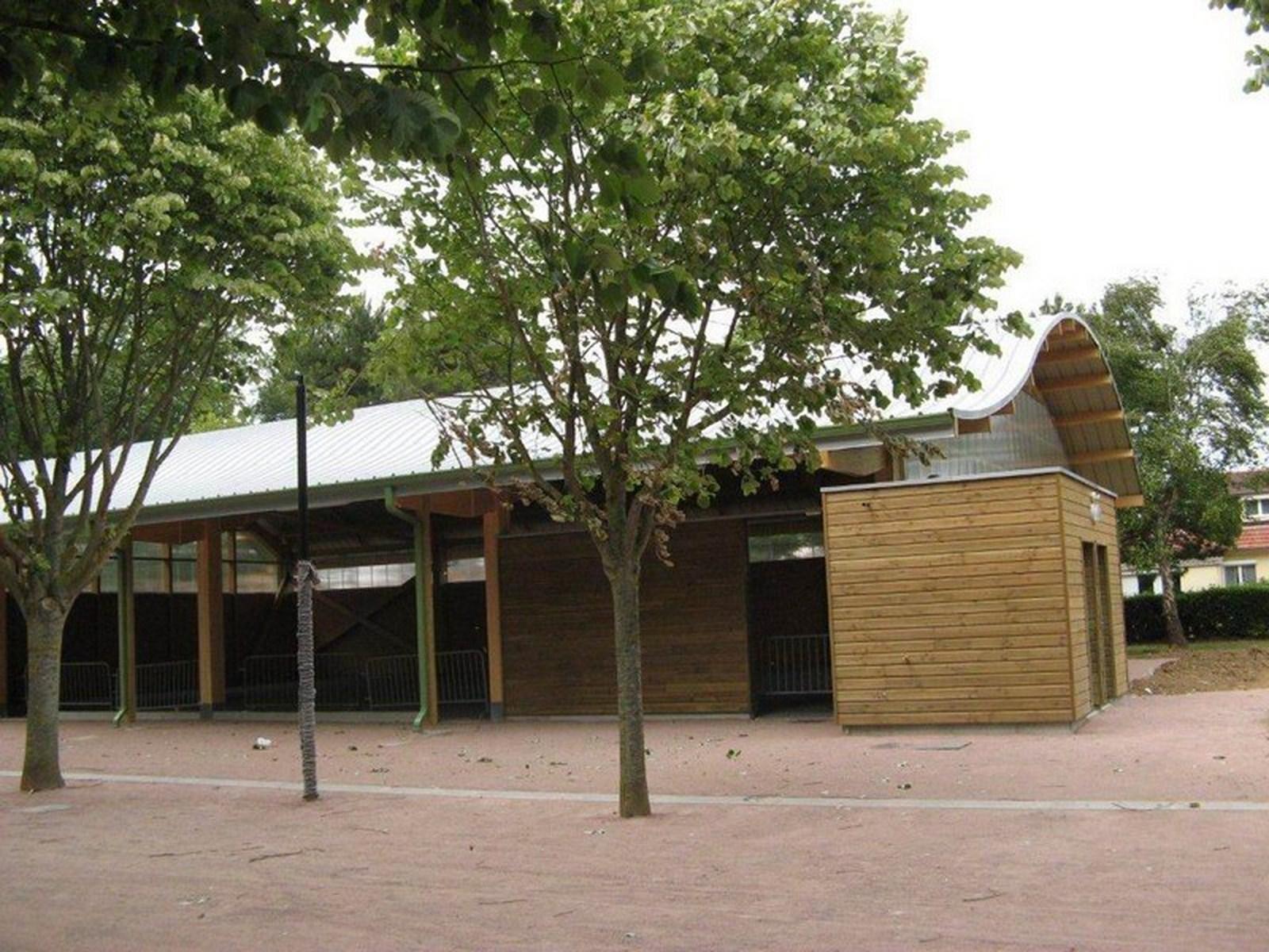 Boulodrome portique bois - Bureau d'etudes structure bois : Lefebvre Sylvain - Vue extérieur final